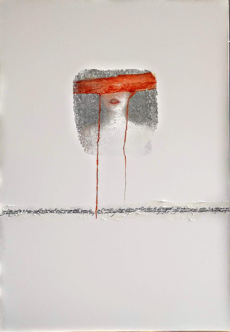 Vrouw met rood masker