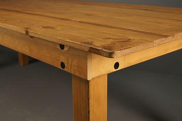 Farm table adjustable leg