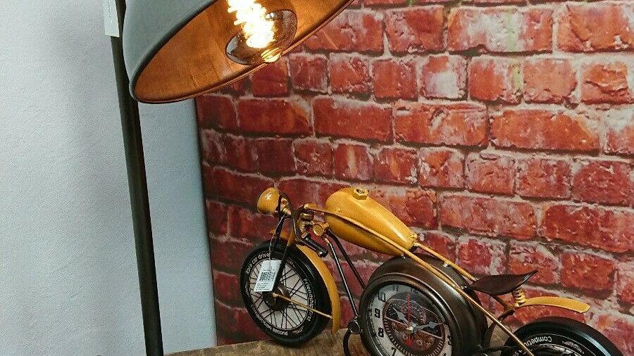Industrie Tischlampe by Moos Rundkopf