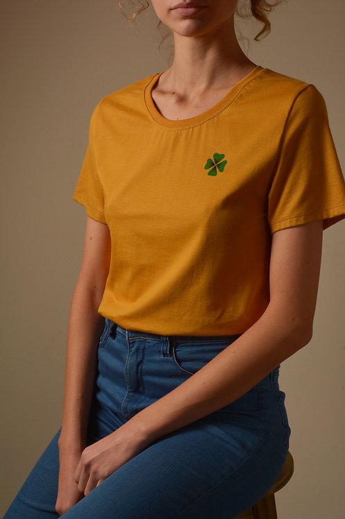 Camiseta Trevo - mostarda