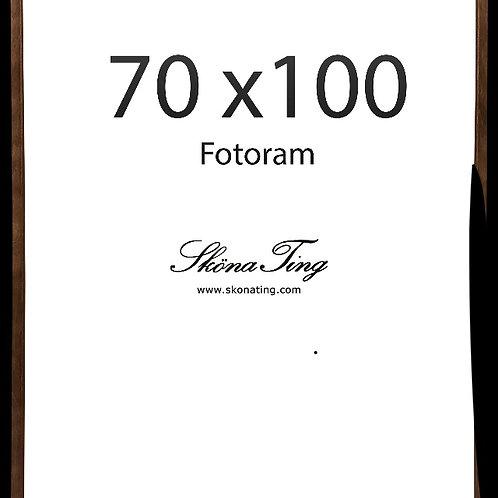 Ram, 70x100cm, träram, valnötsfärgad med plexiglas från Sköna Ting