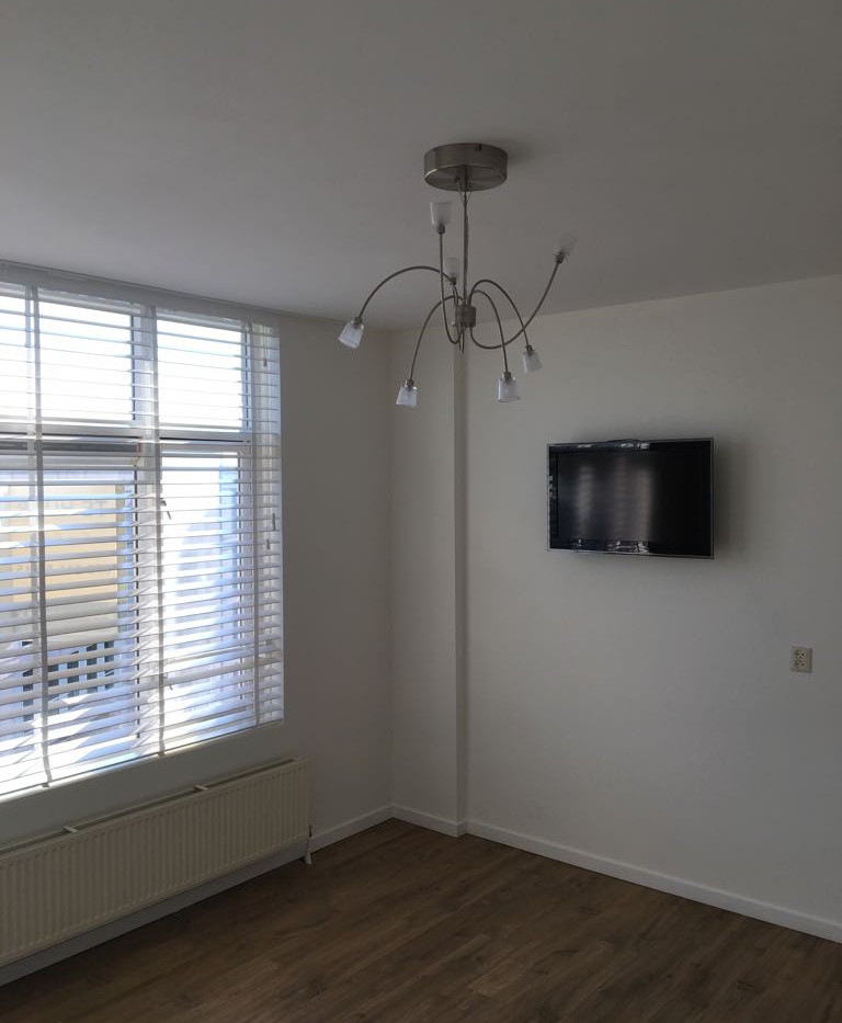 Master bedroom met TV