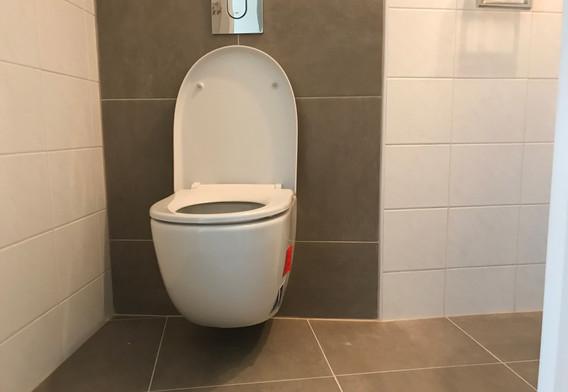 Nieuw hangend toilet