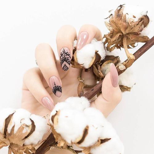 Kunst nagels met nail art