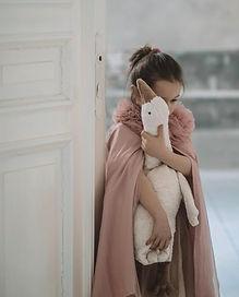Y21024_Goose White_Large_girl.jpg