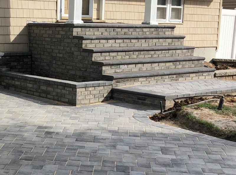 STOOP WITH HEATED DRIVEWAY