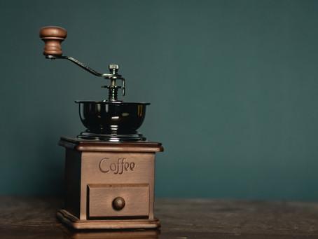 如何選擇合適磨豆器?手搖VS電動磨豆機