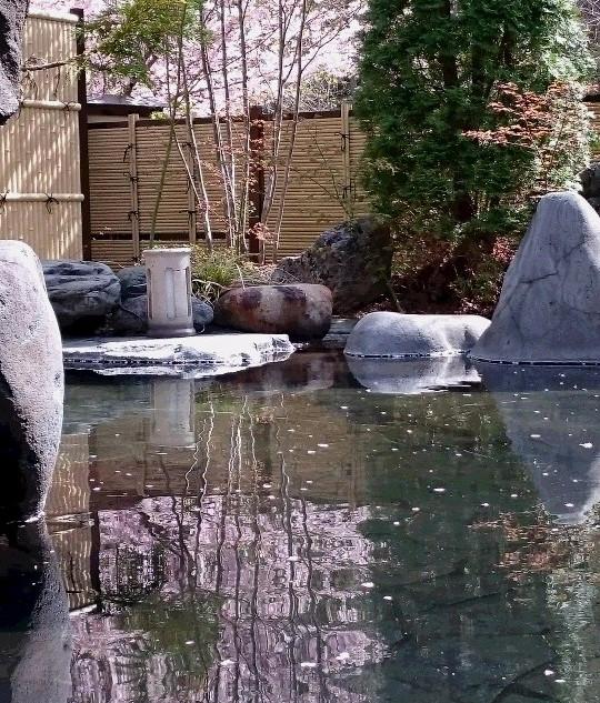 桜風呂 洞窟露天風呂