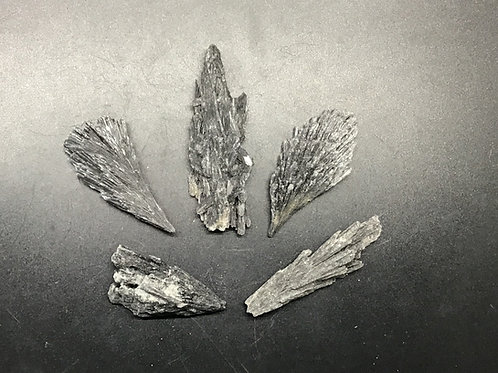 Kyanite Black Medium Raw