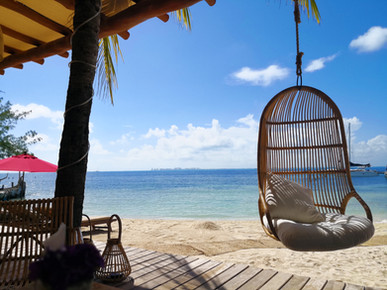 Relax in exclusive beach clubes