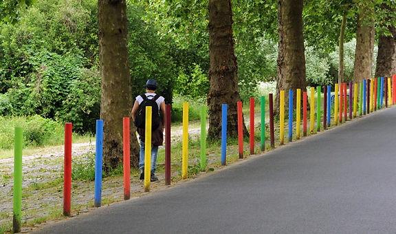 poteaux nantes intervention urbaine collectif vous arc en ciel