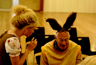 AUS: How puppetry and theatre skills are helping people with dementia
