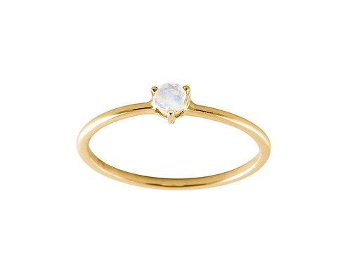 Moonstone medium solitaire 18k gold ring