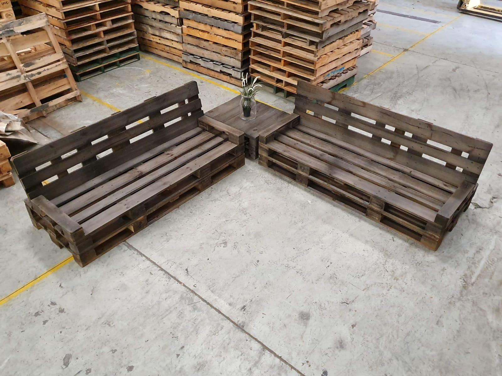Charcoal Corner Pallet Lounge