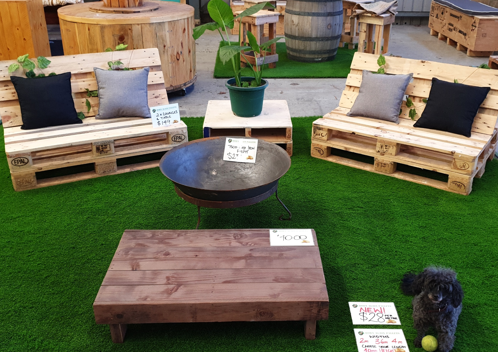 Outdoor Pallet Furniture Display