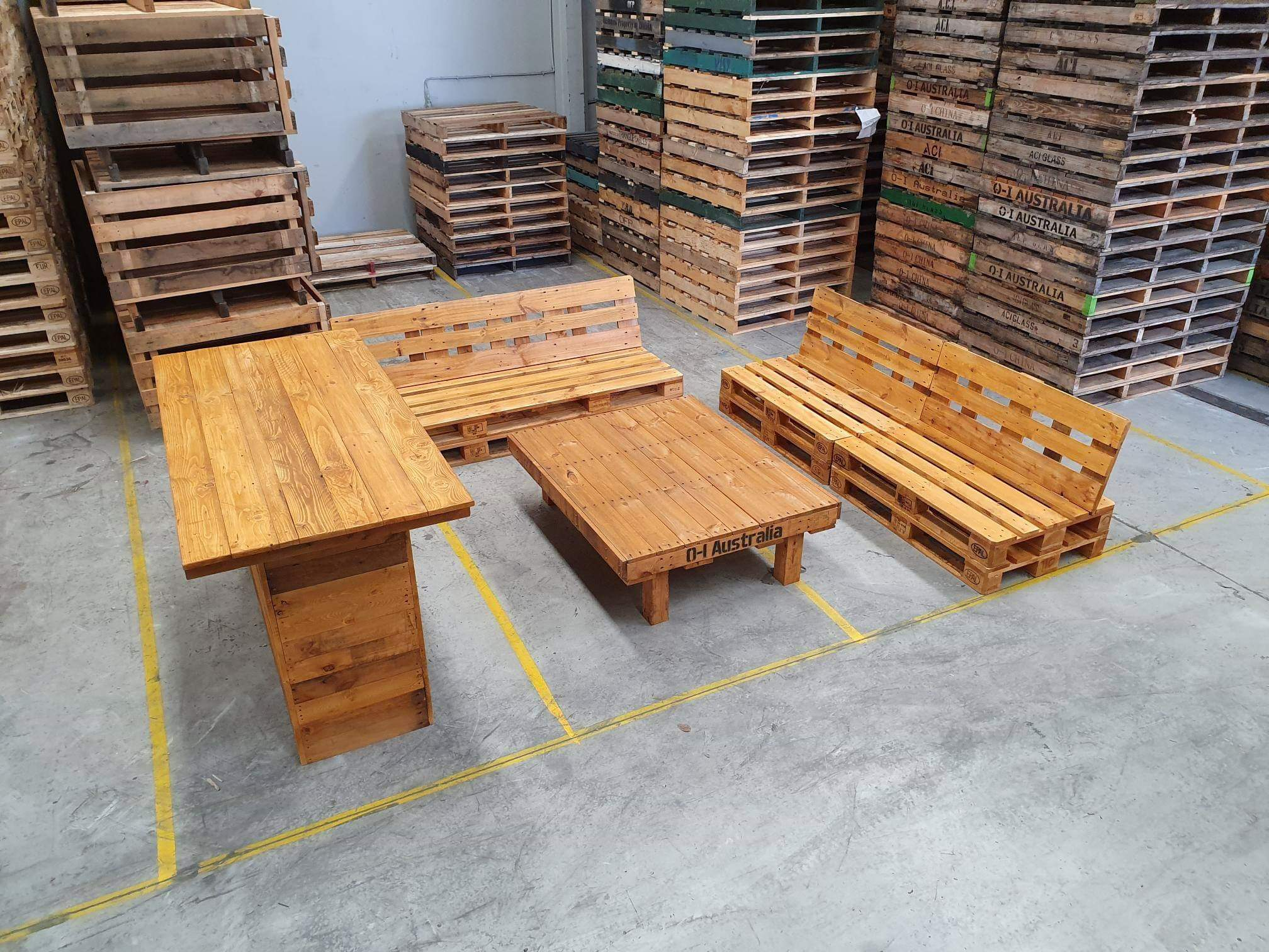 Custom Outdoor Pallet Setting
