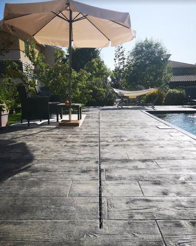 Plage de piscine impression bois