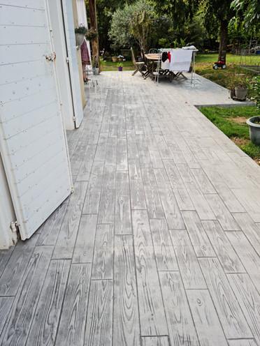 Terrasse en béton imprimé bois