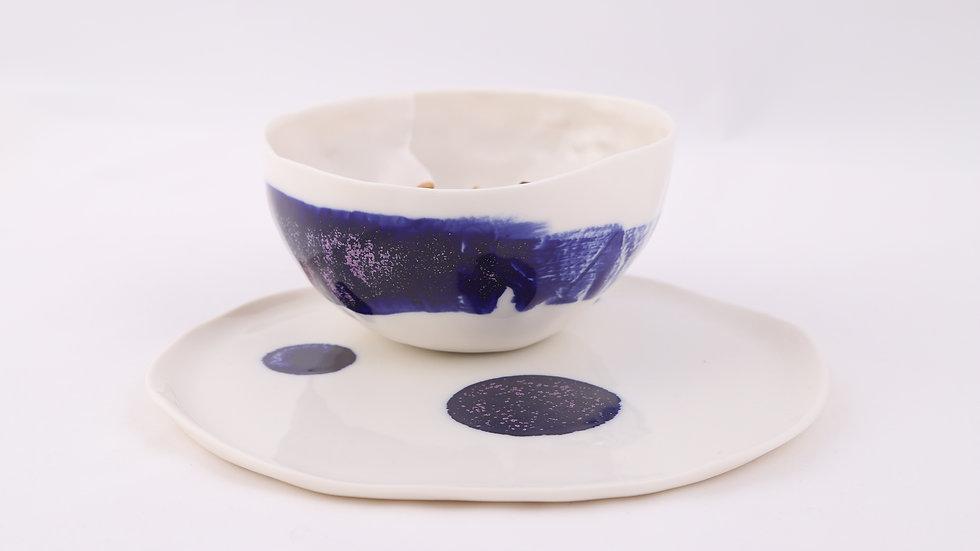 Miska z kobaltowym pasem i talerzem w kobaltowe kropy
