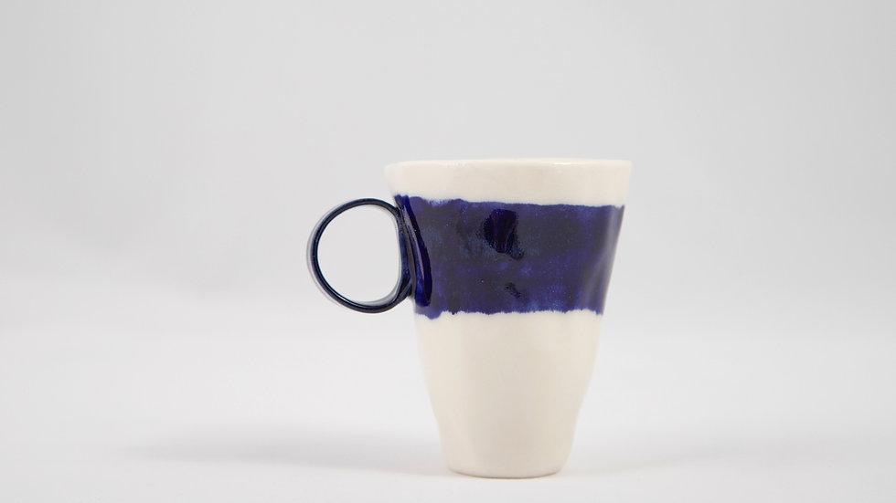 espresso kobaltem malowane