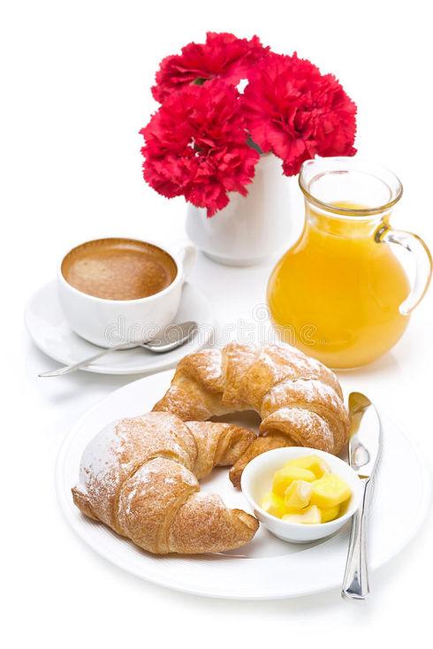 свежий-завтрак-круассаны-с-мас-ом-эспрес