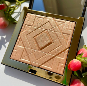 """Artist Couture Highlighter: ''Haute Damn"""" (The name is on point for this highlighter)"""