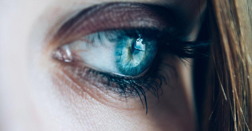 Reflet dans un œil d'or