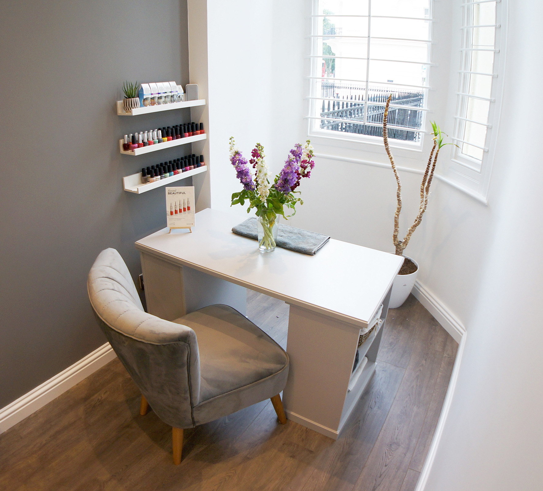 The Beauty Place - Nail Treatment Station