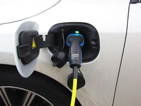Tankstellen-Riese startet E-Ladesäulen