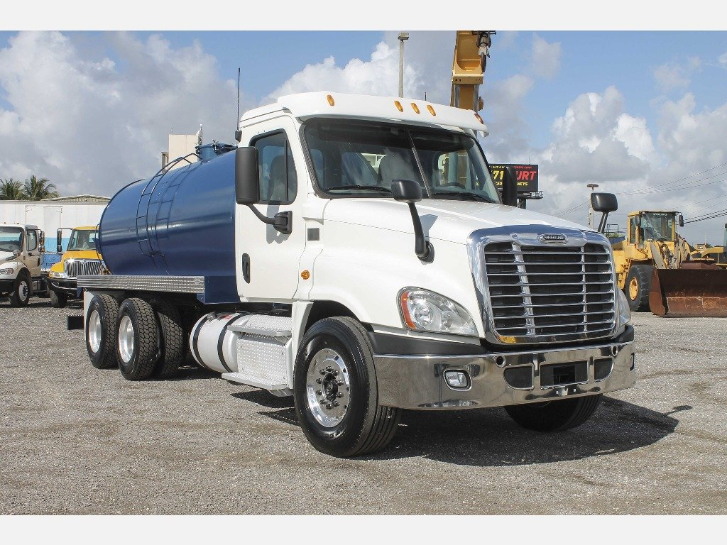 2013 Freightliner Septic Tank Truck Fina