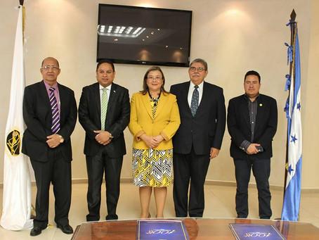 El Presidente del Colegio de Abogados de Honduras y los comisionados del Instituto de Acceso a la In