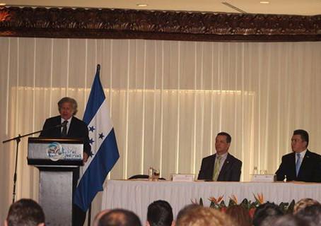 Con la presencia del Secretario General de la Organización de Estados Americanos Luis Almagro, como