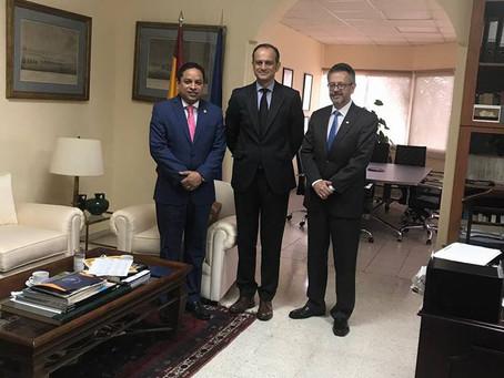 Reunión con el Embajador de España y el Ex Canciller de la Republica Roberto Flores Bermudez, donde
