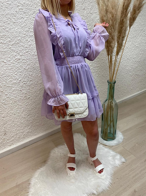 Robe lilas volants