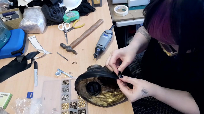 Making the mask seal for the Plague Doctor