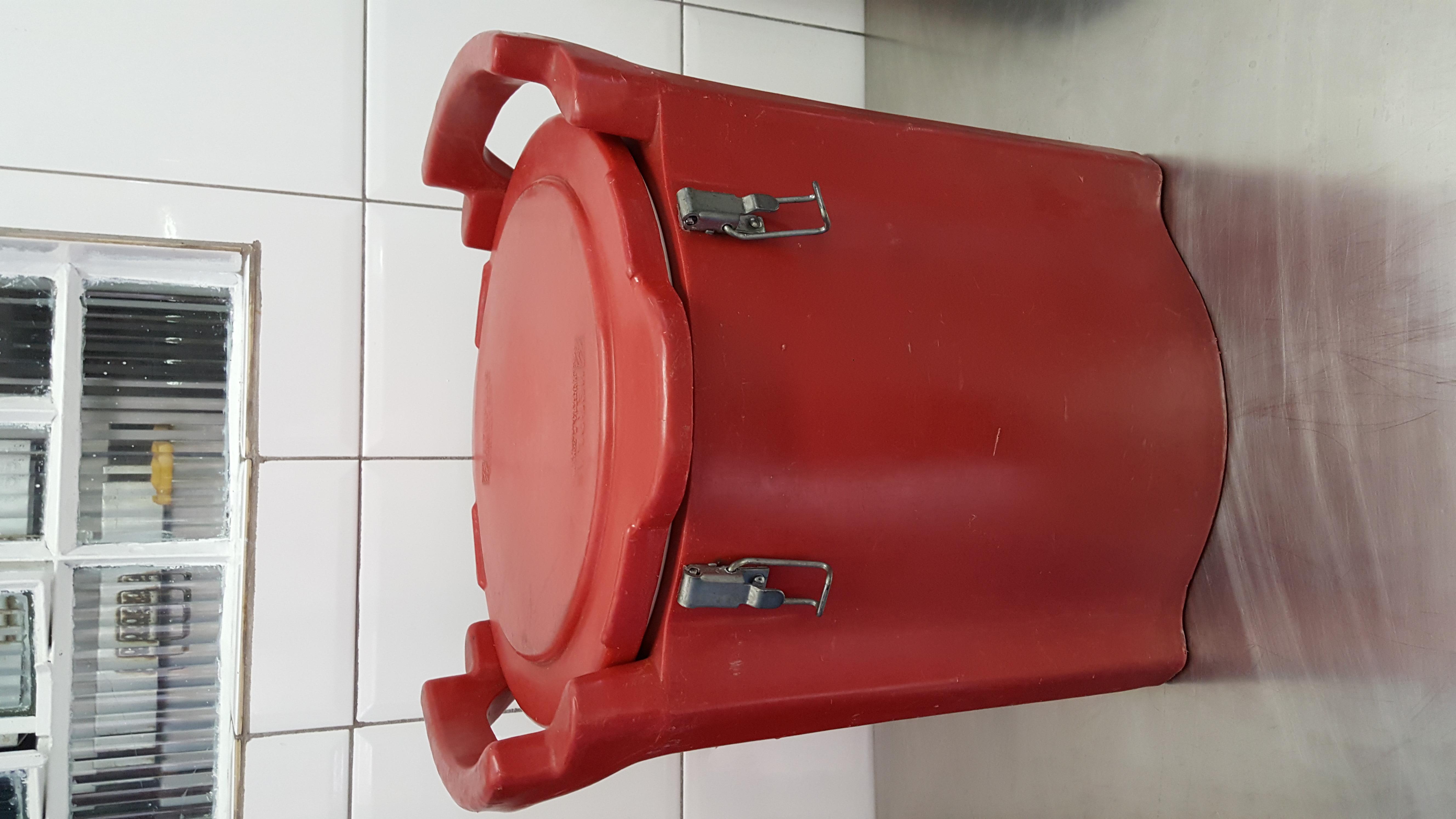 Hot Box Vermelho Fechado
