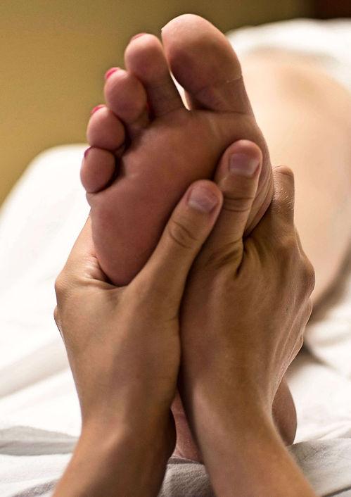 foot-massage-2277450_1920_edited.jpg