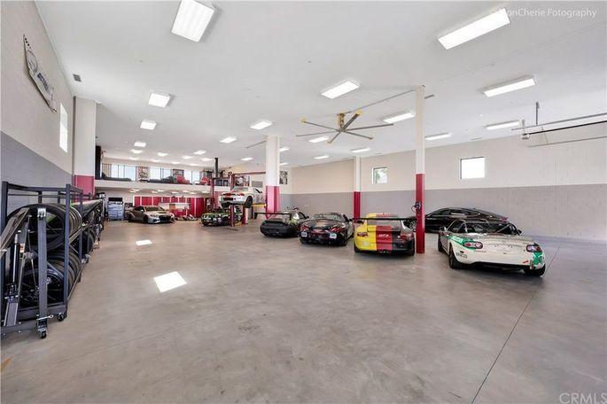 Garage - Thermal Club Racing California Real Estate