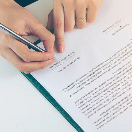 What to know about surrogacy contracts