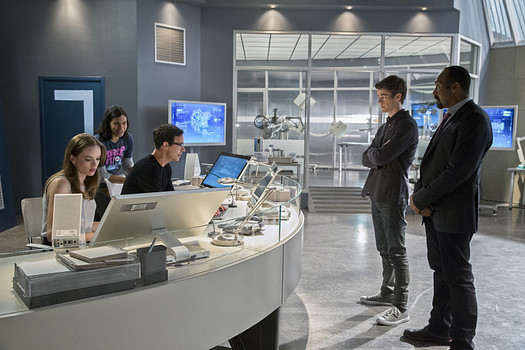 "Danielle Panabaker, Carlos Valdes, Tom Cavanagh, Grant Gustin, and Jesse L. Martin in ""The Flash"""