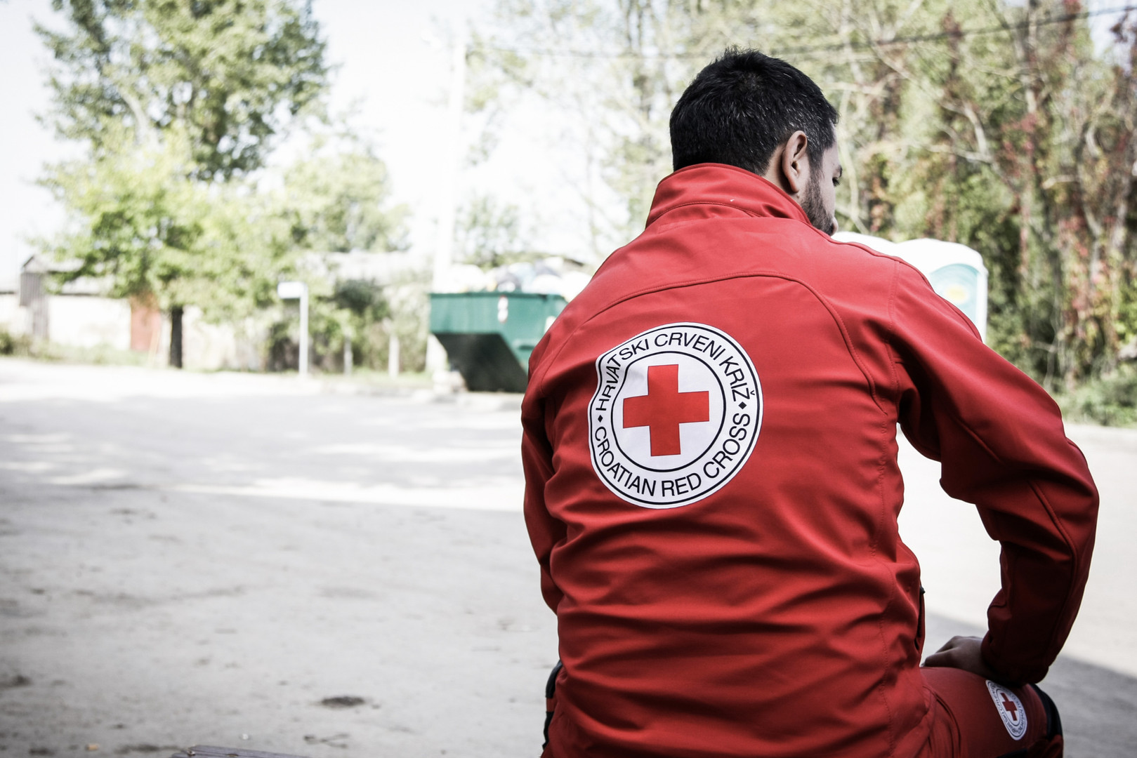 A member of Red Cross at the train station of Tovarnik, Croatia.