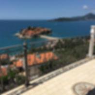 Остров Свети стефан из окна гостиницы Villa Edelweiss