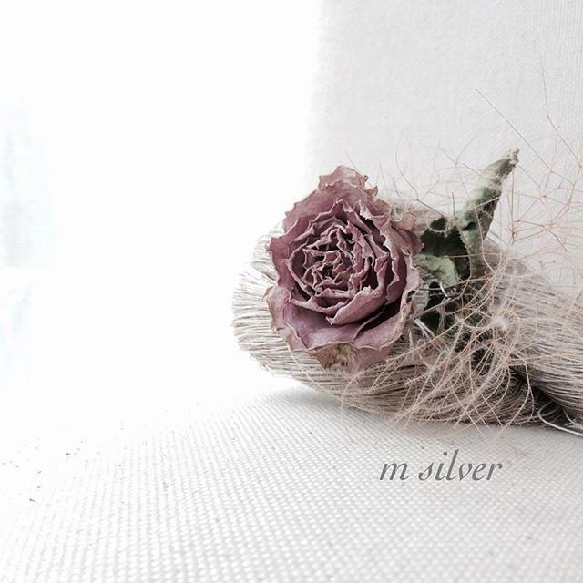Instagram - 初めてに近いくらい バラのドライを使ってwreathをつくらないのですが… 今年はチャレンジです。 こんなお色も… #ドライフラワー