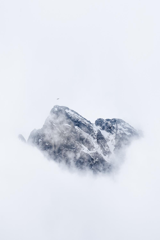 Le_Mont_faucon_sortant_la_tête_des_nuage