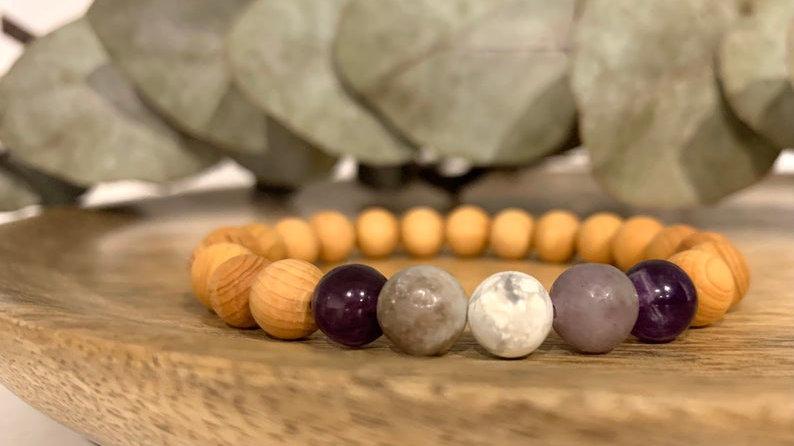 Bracelet perle de cristal • bois de santal • lépidolite • améthyste • howlite •