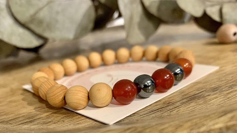Bracelet perle de cristal • bois de santal • carnelian • hématite •