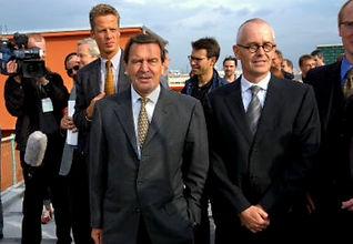 Gerhard Schröder in der Backfabrik.jpg