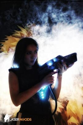 香港Laser Tag:煙霧瀰漫的場境營造刺激好玩的錨射槍對戰!快D同朋友一齊嚟玩!