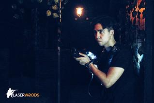 香港室內好去處:鐳射槍大戰,與好友一同挑戰移動迷宮!HK Indoor Gaming Arena: Playing LaserTag with friends inside the moving maze!