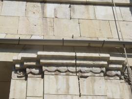 פרט בחזית הבנין בפינת הרחובות יפו והבנקים